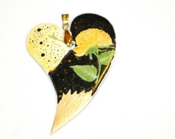Porcelain model uniquely hand painted heart pendant