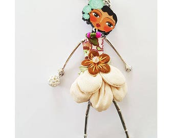 Long necklace embellished with a doll.