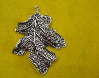 A lovely leaf Silver Pendant