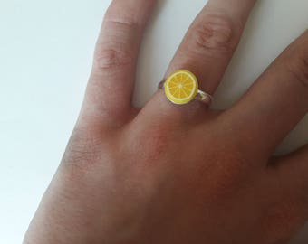 ring with a lemon yellow