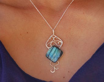 Labradorite sterling silver setting pendant