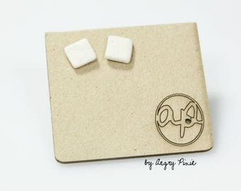 Earrings ceramic small square beige