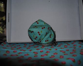 Coin purse with clasp
