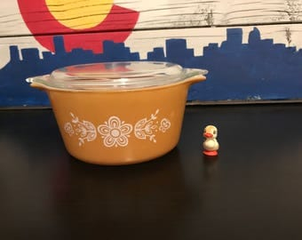 Pyrex Butterfly Gold Casserole Dish with Glass Lid