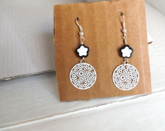 Earrings black and white with little star/earrings