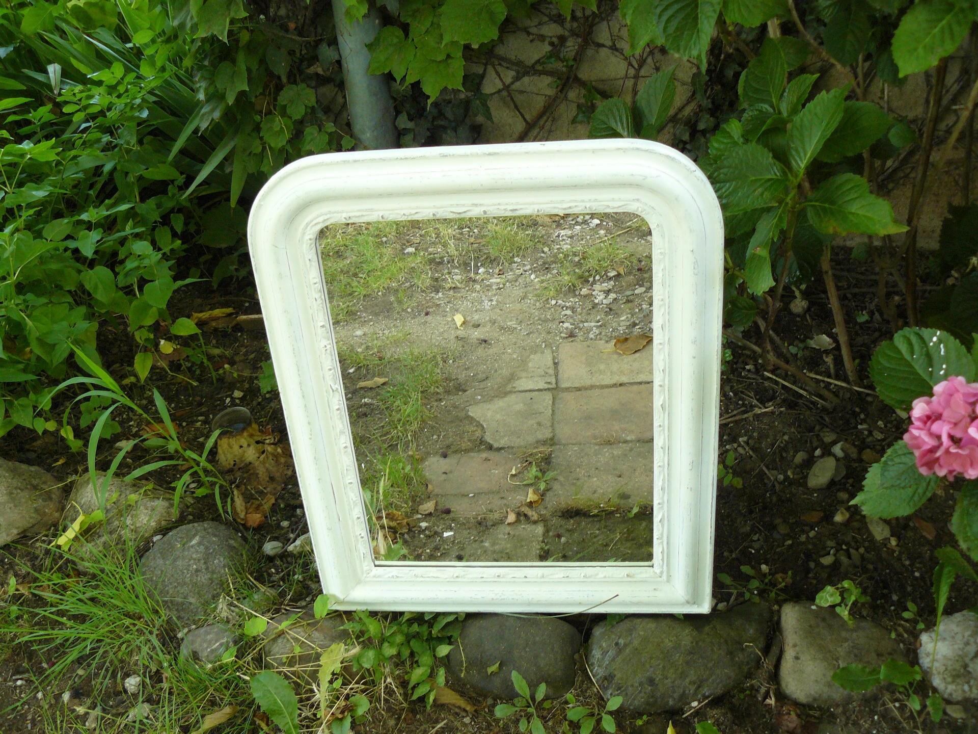 Miroir avec cadre ancien peint en blanc patin for Miroir cadre blanc