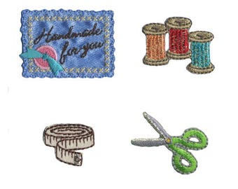 Set of 4 badges collection Couture, spools and scissors