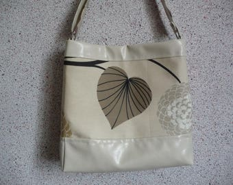 Tote bag hand-made in beige imitation leather and canvas.
