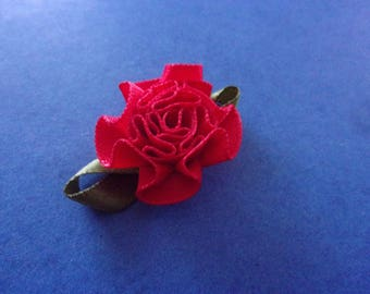 Bright red (rose) flower with green leaf fabric - 2.8 cm x 1.9 cm