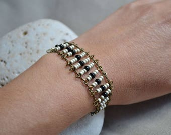 Bronze chain bracelet with beige and black beads