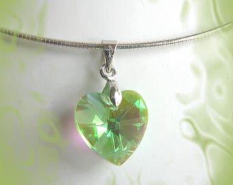 discreet and elegant green Crystal pendant