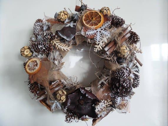 couronne de noel th me nature en bois fleurs sech es. Black Bedroom Furniture Sets. Home Design Ideas