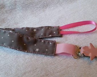 Pacifier clip with metal clip