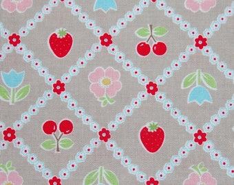 Tissu Riley Blake fraises-cerises rouges sur fond beige