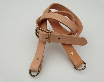 "Adjustable shoulder strap of genuine leather ""speckled"" with rings"