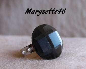 Charcoal with a faceted glass cabochon Adjustable ring