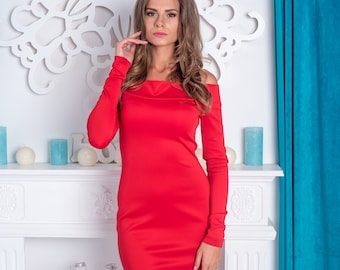 Dress for the day, beautiful dress, dress with tight shoulders, anxious dress for a date, dinner, meeting, red dress