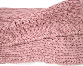 Baby blanket hand knitted of chunky merino wool in dusty pink colour Good Baby gift Babydecke gestrickt aus reiner Merinowolle Couverture bb
