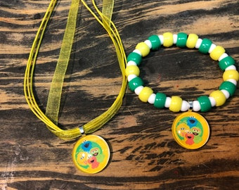 Sesame Street party favors .sesame Street bead bracelet.Sesame Street pendant necklace.Sesame Street jewelry.Sesame Street birthday party.