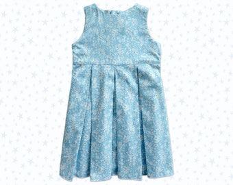 Pleated dress, blue and white flowers sleeveless