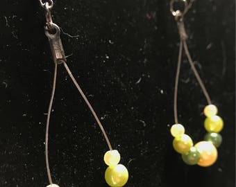 Green and cream teardrop earrings // green dangle earrings // Beaded teardrop earrings (Magda)