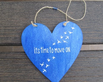 Inspirational wooden sign - Its time to move on - Heart shaped - Handpainted - Home and wall decoration - Blue - Motivational