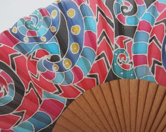 Hand-painted silk fan. AP0007
