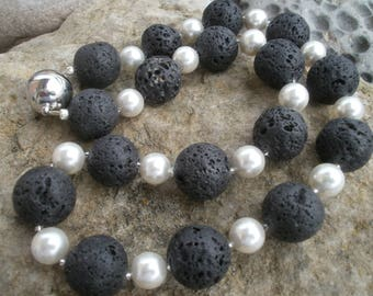Lava chain 18 mm with shell core beads #550