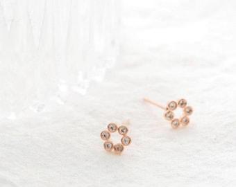 rounding flower earring