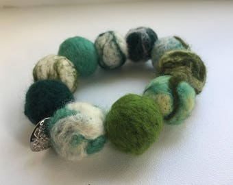 Felt bracelet in green shades