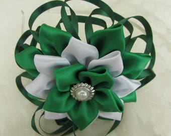 Fascinator headband with difference, mainly in Green.