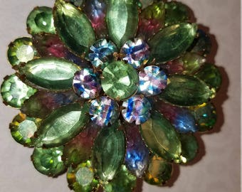 Vintage Round Brooch Pin