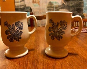 Vintage 1960s/70s Pfaltzgraff Yorktowne pattern mugs (2)