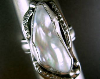Freshwater baroque pearl FABULOUS IRRIDESCENT  sterling silver 925 ring with pattern wire shank  by silversmith Chelle' Rawlsky size 8.5+