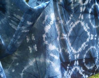 Maru or Circles on a light indigo banner