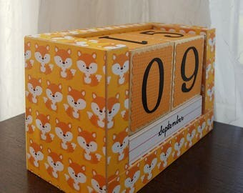 Perpetual Wooden Block Calendar - Woodland Foxes - What Does the Fox Say - So Foxy - Desk Calendar - Gifts for Her Him - Gifts for 20