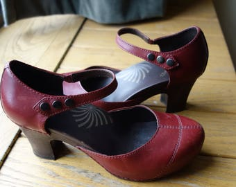1940s Style Modern US Size 10 Euro 40 Pin Up Rocket Red Leather Kitten Heels Viva Las Vegas Rockabilly