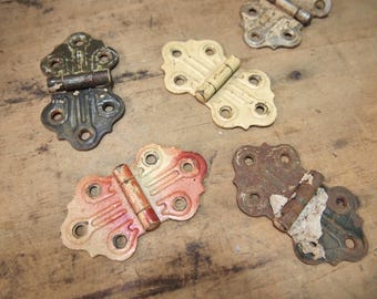 Free Shipping Lot of 5 rusty hinges etc assemblage project birdhouse Hinge Chippy