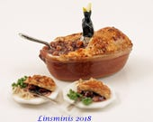 12th scale miniature Steak and Mushroom Pie set