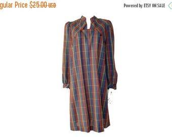 Summer Sale Vintage // Multi Color Plaid Dress// Check Shift Dress// Size M// 140