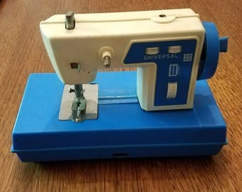 Vintage Universal Toy Sewing Machine as is