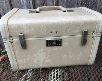 Vintage Royal Traveller Ivory Marbleized Train Case/Overnight Suitcase with BS Monogram