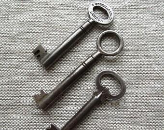 vintage skeleton keys set of 3