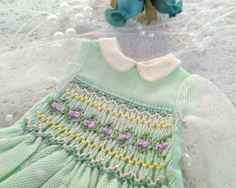 Light Green Dream Handsmocked dress for Blythe, also fits licca and holala