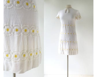 Vintage 1960s Dress | Daisy Chains | Embroidered Linen Dress | XS