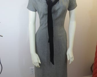 Beautiful Vintage Grey Black Velvet Dress / 1950s Dress / Velvet Collar / Velvet Tie / Small Size 3 / Pencil Dress