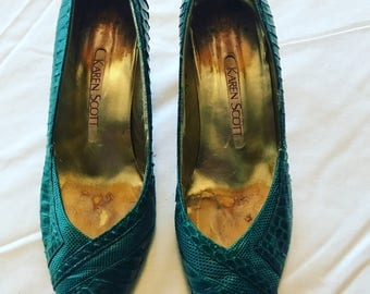 Green snakeskin pumps