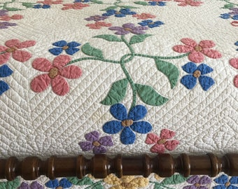 Vintage Twin Quilt, Appliqued Flowers, Hand Stitched Appliqué, Feathered Details, Twin/Single Quilt