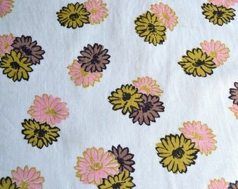 Vintage Fabric - Pink and Green Daisies on White Linen - 34 x 50