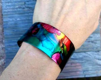 Brass cuff bracelet with multicolors//cuff//brass cuff//bracelet//cuff//adjustable cuff//ladies cuff bracelet//colorful//rainbow